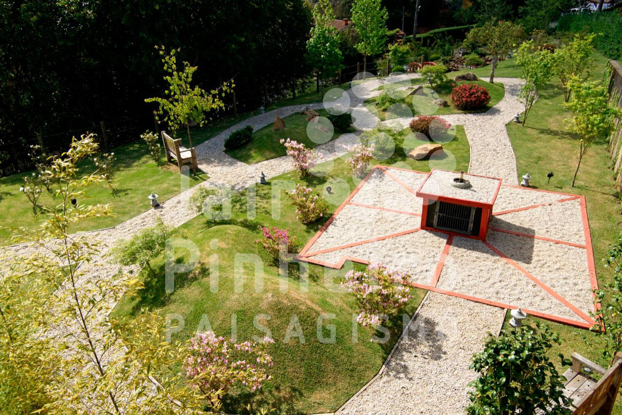 Outra sugestão é colocar no jardim, uma fonte de água feitas de